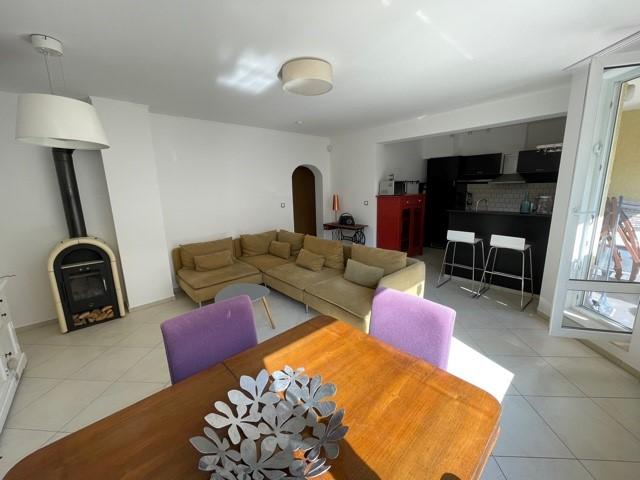 Тристаен апартамент под наем кв.Бояна 680 EUR